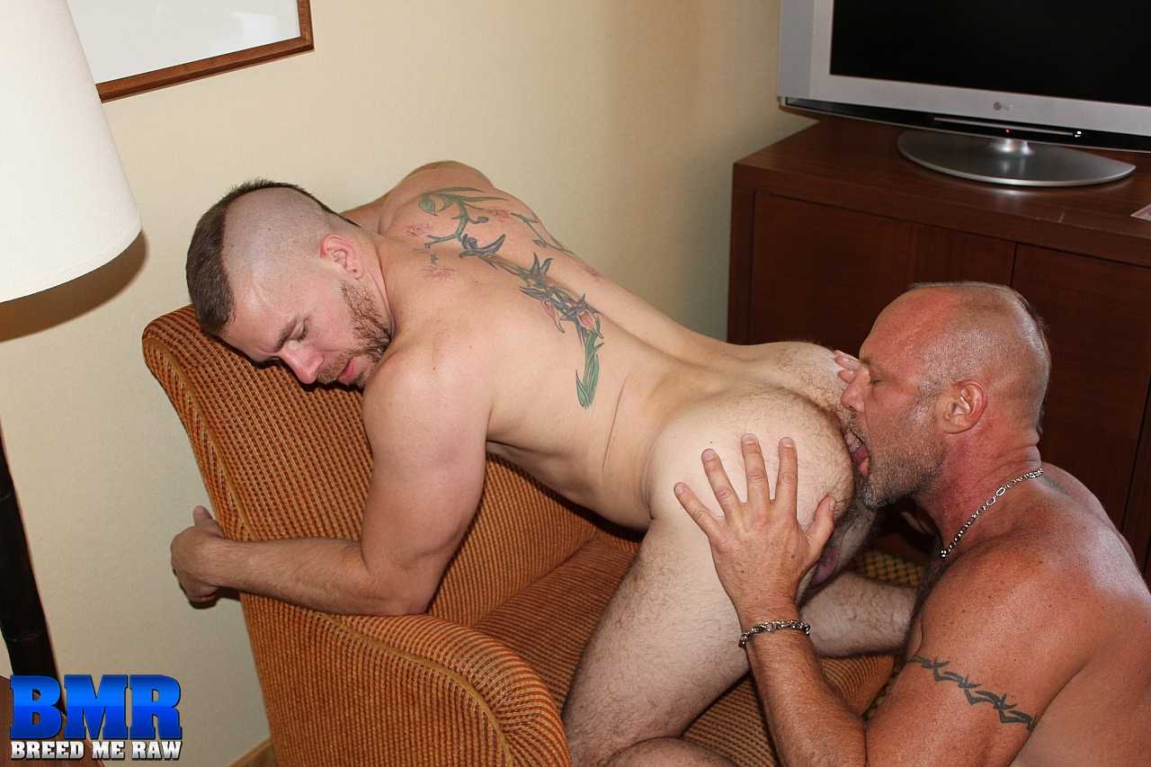 Breed-Me-Raw-Chad-Brock-and-Butch-Bloom-Hairy-Daddy-Bareback-Amateur-Gay-Porn-06 Amateur Hairy Muscle Daddy Barebacking A Younger Hot Bottom