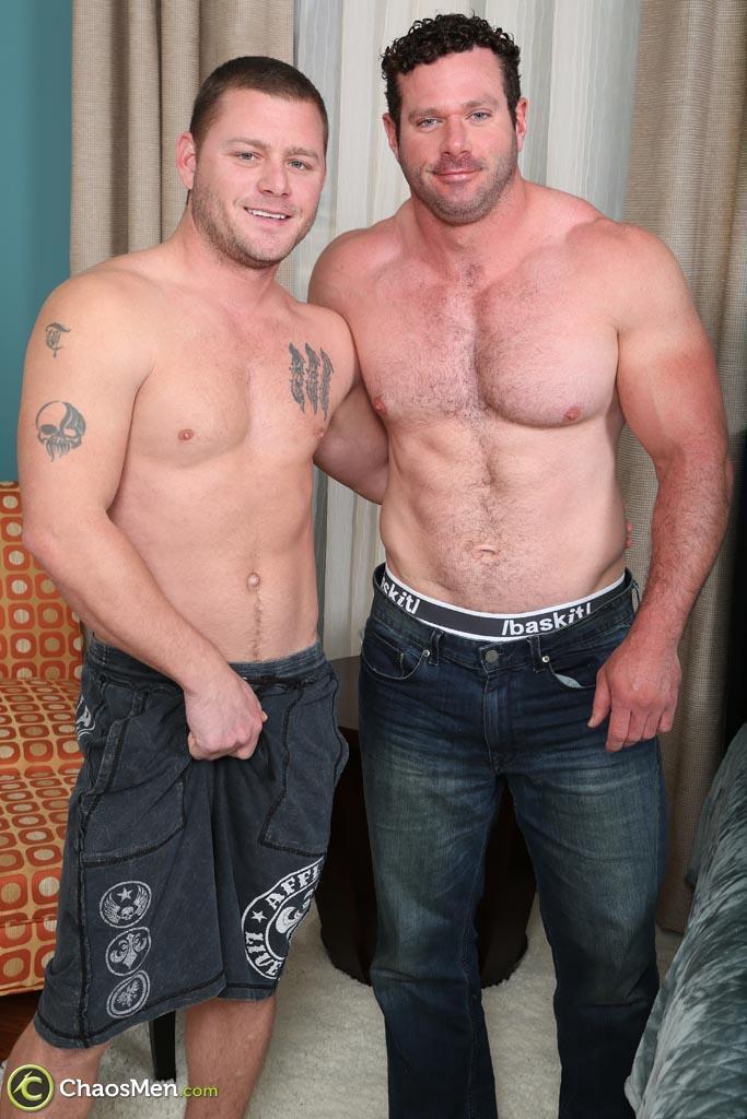 Chaosmen-Ransom-and-Wagner-Straight-Bodybuilder-Getting-Barebacked-Amateur-Gay-Porn-01.jpg